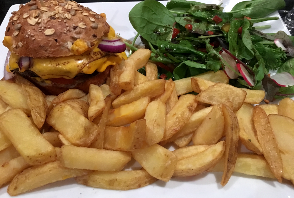 L atelier du royal restaurant tapas bar toulouse burger frites cheddar salade